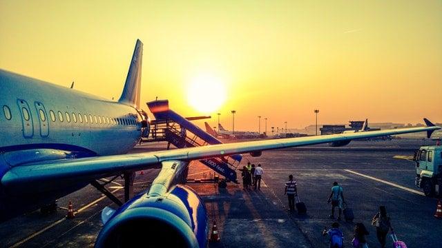 Sumber gambar : https://www.pexels.com/photo/photography-of-airplane-during-sunrise-723240/